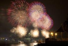 Das des Macys 4. Juli-Feuerwerk stockfotos