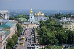 Das Des St Michael Golden-gewölbte Kloster Ansicht vom Glockenturm des Heiligen Sophia Kiew, Ukraine Lizenzfreies Stockbild