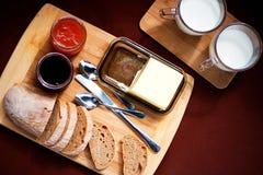Das Detail des selbst gemachten Frühstücks auf dem Picknick Lizenzfreies Stockfoto