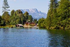 Das Dock durch See Obersee, Nationalpark Konigsee, Bayern, Deutschland Lizenzfreies Stockbild