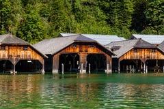 Das Dock durch See Obersee, Nationalpark Konigsee, Bayern, Deutschland Lizenzfreie Stockfotos