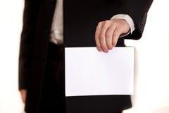 Das Dokument in einer Hand des Geschäftsmannes Lizenzfreie Stockbilder