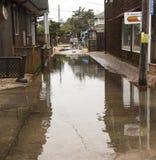 Das Dorf des Ozeanstrandes nach starkem Regen Lizenzfreie Stockfotos