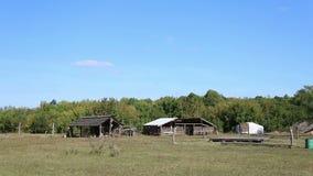 Das Dorf mit den Wohnungen des Steins und des Bronzezeitalters stock footage