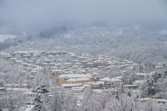 Das Dorf Tryavna im Winter lizenzfreie stockfotos