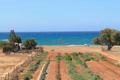 Das Dorf und das Meer Lizenzfreie Stockfotografie
