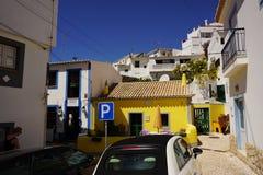 das Dorf von Burgau bei der Algarve von Portugal in Europa Portugal, Algarve im Sommer lizenzfreie stockfotos