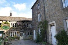 Das Dorf von Grassington in den Yorkshire-Tälern und Linton Falls Stockfotografie