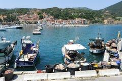 Das Dorf von Rio Marina auf Elba-Insel, Italien lizenzfreie stockfotografie
