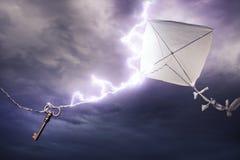 Das Drachenerhalten schlug durch eine Schraube des Blitzes Lizenzfreie Stockfotos