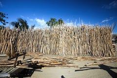 Das Dump behandelte Holz für den Zaun von Madagaskar Stockbild