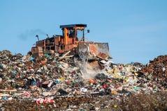 Das Dump und die Planierraupe Lizenzfreies Stockfoto