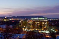 Das Dunkelwerden von Ottawa nach Schnee Stockfotos