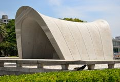 Das Ehrengrabmal im Hiroshima-Frieden Memorial Park stockbild