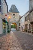 Das Eingangstor porte dAvallon, Noyers-sur-Serein Stockbilder