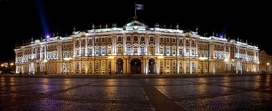 Das Einsiedlerei-Museum und der Winter-Palast stockfoto