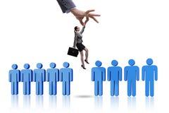 Das Einstellungskonzept mit der Hand, die den besten Angestellten auswählt Lizenzfreie Stockfotos