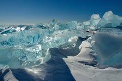 Das einzigartige Eis der Baikalsee nahe Olkhon-Insel Lizenzfreies Stockfoto