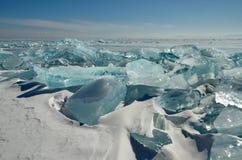 Das einzigartige Eis der Baikalsee nahe Olkhon-Insel Stockbilder