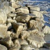 Das Eis auf den Felsen Lizenzfreie Stockfotografie