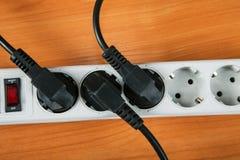 Das elektrische Erweiterungsstück mit Drähten stockbilder