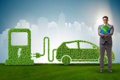 Das Elektroautokonzept im grünen Umweltkonzept stockfotografie