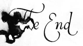Das Ende? geschrieben auf eine alte Schreibmaschine und ein altes Papier stock video footage