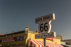 Das Ende von US 66 in Santa Monica Pier stockfotos
