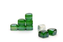 Das Erfolgsdiagramm der grünen Steine getrennt Lizenzfreie Stockfotos