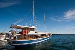 Das Exkursionsboot stockfotografie
