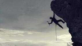Das extreme Klettern ist seine Adrenaline Gemischte Medien Stockfotografie