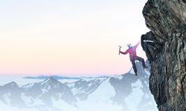 Das extreme Klettern ist seine Adrenaline Gemischte Medien Lizenzfreie Stockfotografie