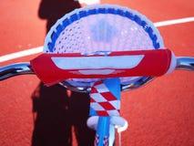 Das Fahrrad der Kinder mit drei Rädern, Rädchen kann entfernt werden lizenzfreie stockfotografie