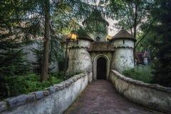 Das fairytaile Schloss im Märchenwald im Freizeitpark Stockfotos
