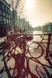 Das farbige Foto mit Amsterdam-Fahrrädern Lizenzfreies Stockbild