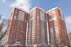 Das Fassaden-Wohnung in einem hohem Gebäudeshaus lizenzfreie stockfotografie