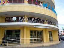Das Fassadengebäude der Bangkok-Stadtbibliothek, ist eine öffentliche Bibliothek Es ist auf Straße Ratchadamnoen Klang lizenzfreie stockfotografie