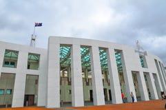 Das Fassadengebäude des Parlamentshauses von Australien stockbilder