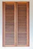 Fenster-Holz-Fensterläden Stockbild