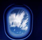 Das Fenster einer Fläche heraus schauen Lizenzfreie Stockfotografie
