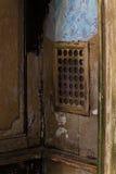 Das Fenster im Beichtstuhl Stockfotos