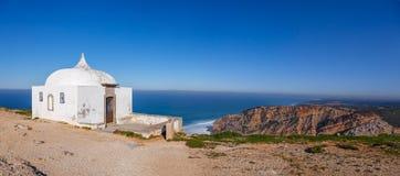 Das Fern-Ermida DA Memoria (Gedächtnis-Einsiedlerei) des Nossa Senhora tun Cabo-Schongebiet Stockfotografie