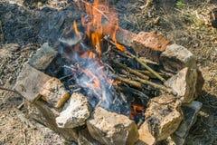 Das Feuer brennt langsam lizenzfreie stockfotos