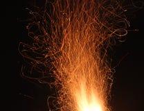 Das Feuer funkt in der Bewegung stockbilder
