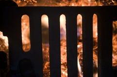 Das Feuer von den brennenden Ballen des Sojas Stockfoto