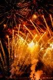 Das Feuerwerk, zum des neuen Jahres in Kolumbien zu feiern stockfoto