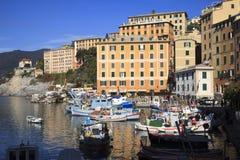 Das Fischerdorf von Camogli, Golf von Paradise, Nationalpark Portofino, Genua, Ligurien, Italien stockfoto
