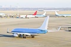 Das Flugzeug, das zu betriebsbereit ist, entfernen sich von den Niederlanden Lizenzfreies Stockbild
