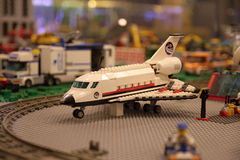 Das Flugzeug am Flughafen Stockbilder