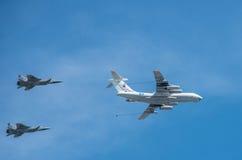 Das Flugzeug säubert Parade eines Sieges in Moskau Stockfotografie